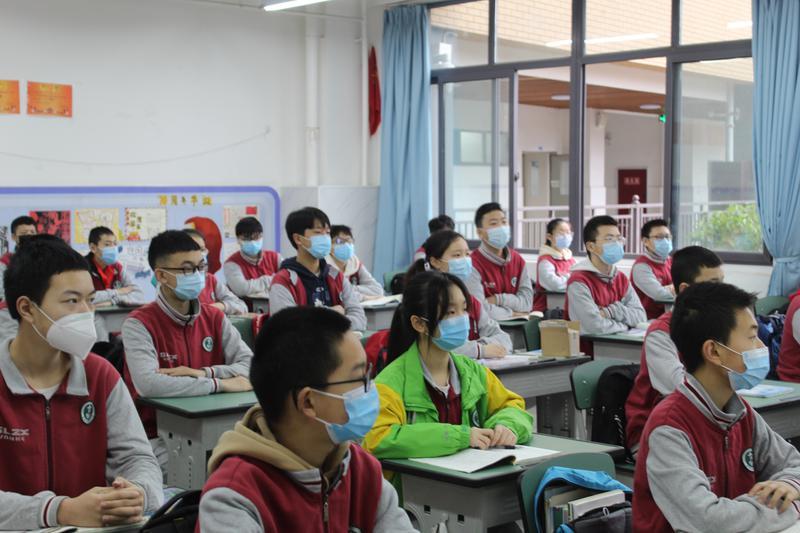 观看开学第一课 (2)