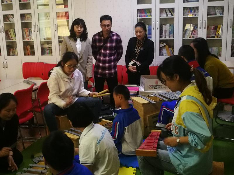 苏老师深入区特教实验学校奥尔夫音乐小组活动